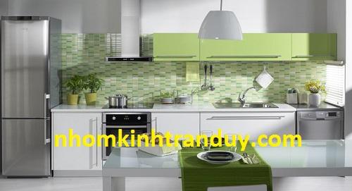 Kính màu ốp bếp tường giá bao nhiêu?